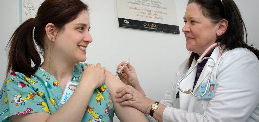 15810-a-woman-receiving-a-vaccination-shot-from-her-doctor-p_20160927-143655_1