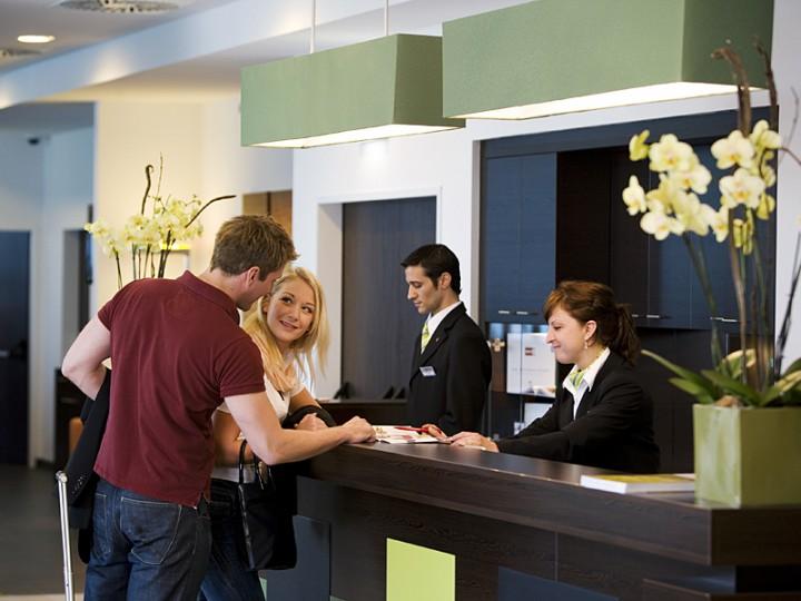 hotel-reception-720x540