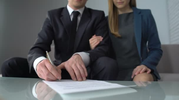depositphotos_197992582-stock-video-business-couple-taking-loan-in